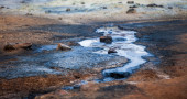 Hot sulphur springs and boiling mud — Stock Photo