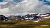 Mountain range with snow — Stock Photo