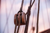 Old wooden pulley in a ships rigging — Stockfoto
