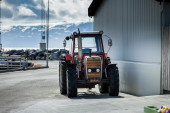 Tractor parked outside — Stock Photo