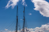 Dual masts and rigging of a tall ship — Stock Photo