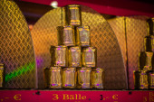 Pyramid of golden cans — Stock Photo