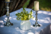 Flower table decoration out of a white hydrangea bud — Stockfoto