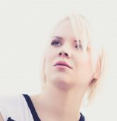 Jeune fille blonde séduisante — Photo