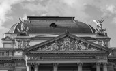 Domed roof and classical stone frieze detail — Stock Photo