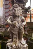 Stone craving guardian statue at the entrance of hindu temple in — Stock Photo
