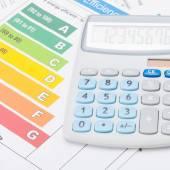 Calculator with energy efficiency chart - studio shot - 1 to 1 ratio — Stock Photo