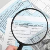 US Tax Form 1040 with magnifying glass and dollars - 1 to 1 ratio — Stock Photo