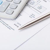 Calculator and pen over some receipt - 1 to 1 ratio — Stock Photo