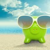 Piggy bank in sunglasses - 1 to 1 ratio — Zdjęcie stockowe