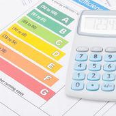 Neat calculator with energy efficiency chart - studio shot — Stock Photo