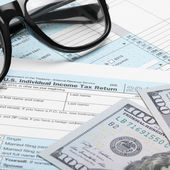 US Tax Form 1040 with dollars and glasses — Stock Photo