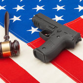 Judge gavel and gun over USA flag - self-defense law concept — Stock Photo