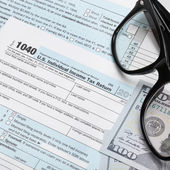 USA 1040 Tax Form with glasses and 100 US dollar bills — Stock Photo