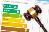 Wooden judge gavel over efficiency chart - view from top — Stock Photo