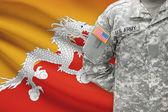 Soldado americano con bandera sobre fondo - Bhután — Foto de Stock