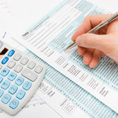 Male filling out US 1040 Tax Form - studio shot — Stock Photo
