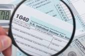 USA 1040 Tax Form with magnifying glass — Stock Photo