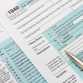 US 1040 Tax Form and silver ball pen - studio shot — Stock Photo
