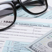 US 1040 Tax Form, glasses and dollars - studio shot — Stock Photo