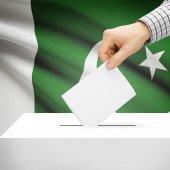 Ballot box with national flag on background - Pakistan — Stock Photo