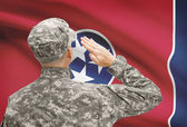 Soldier saluting to US state flag series - Tennessee — Stock Photo