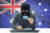 Темнокожих хакер с флагом на фоне проведения кредитной карты - Австралия — Стоковое фото