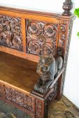 Dekorativní opěrky staré koloniální lavice — Stock fotografie