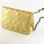 Woman leather bag gold color — Stok fotoğraf