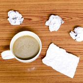 Coffee cup and crumpled — Stockfoto