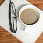 Coffee cup and notebook with glasses — 图库照片