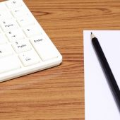 Keyboard computee white paper and black pencil — Stock Photo