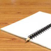 Cuaderno y un lápiz — Foto de Stock