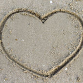 A heart on the sand in the beach — Стоковое фото