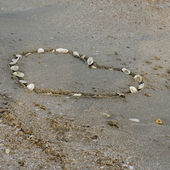 A heart on the sand in the beach — Stockfoto