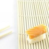 Verse sushi traditionele japanse gerechten — Stockfoto