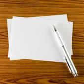Pen met Witboek — Stockfoto