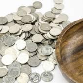серебряная монета, изолированная на белом — Стоковое фото