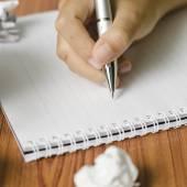 Strony, pisania za pomocą pióra na notebooka — Zdjęcie stockowe
