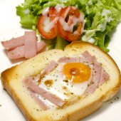 Breakfast egg in a hole — Stock Photo