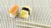 竹マット上寿司 — ストック写真