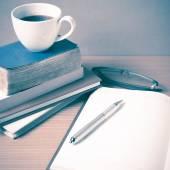 Öffnen Sie das Adressbuch mit Kaffee Tasse-Vintage-Stil — Stockfoto