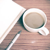 Kahve fincanı ve defter — Stok fotoğraf
