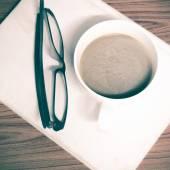 Taza de café con gafas — Foto de Stock