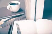 Открыть Блокнот с кофе Кубок — Стоковое фото