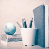 Books and earth ball — Stock Photo