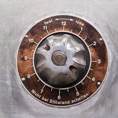 Regler an einer historischen maschine zur stoffherstellung — Stock Photo