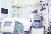 Chamber in intensive care unit occupied by seriously ill patient — Stock Photo