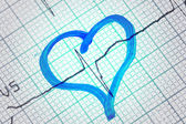 Heart drawn on electrocardiogram. Symbol of healthcare — Foto Stock