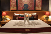 Beautiful bed in traditional Thai setting — Foto Stock